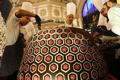 В Милане создали самый большой в мире рождественский кекс