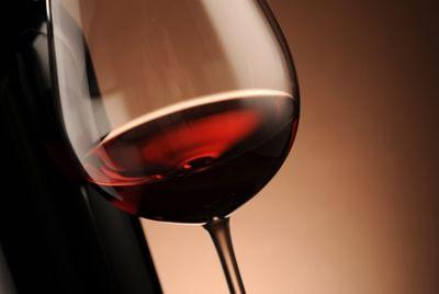 Бутылку французского вина продали за рекордные 558000$
