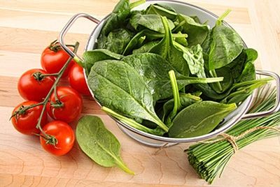 Ученые рассказали, как правильно есть шпинат