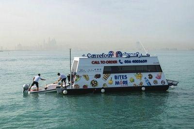 В Арабских Эмиратах появился первый в мире плавучий супермаркет