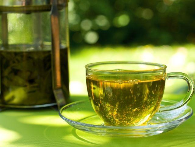 Эксперты советуют заваривать зеленый чай бутилированной водой