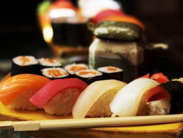 В Японии ко Дню влюбленных предлагают суши из рыбы, которую кормили шоколадом