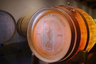 Компания Lalique создала 225-литровую хрустальную бочку для вина