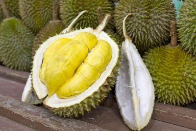 Редкий сорт дуриана продается в Индонезии за 1000$