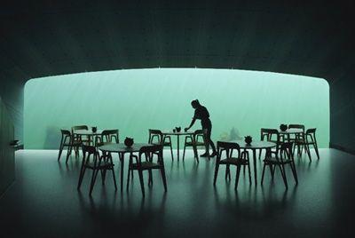 В Норвегии открылся первый в Европе подводный ресторан