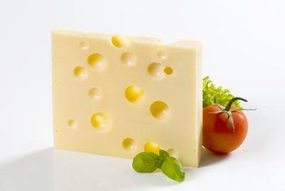 Ученые выяснили, какую музыку предпочитает швейцарский сыр