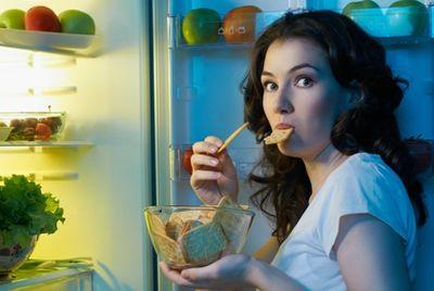 Специалисты подсчитали, что каждый пятый россиянин объедается по ночам