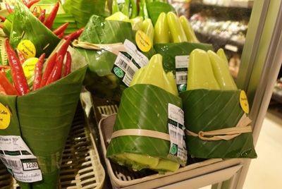 Тайский супермаркет использует банановые листья вместо пластиковой упаковки