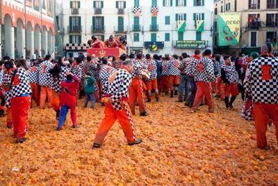 В Италии состоялась традиционная апельсиновая битва