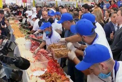 В Мехико приготовили самый длинный сэндвич в Латинской Америке