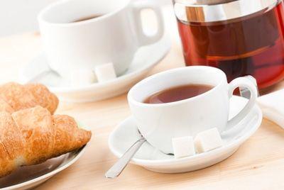 Самым опасным напитком для зубов оказался чай каркаде