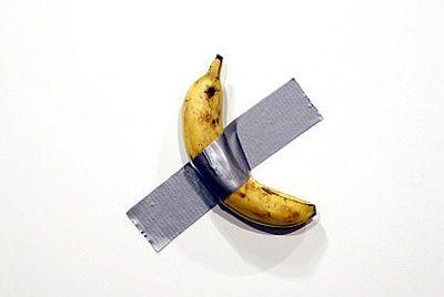 Банан, приклеенный к стене, продали за 120000$