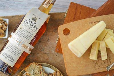 В Америке выпустили сыр, выдержанный в бурбоне