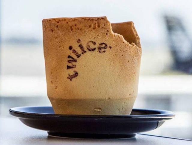 Новозеландская авиакомпания подает кофе в съедобных стаканчиках