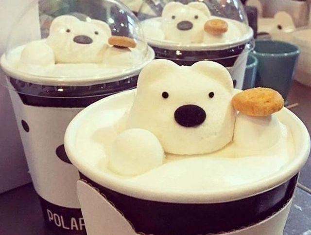 Тайваньское кафе предлагает напитки с плавающими в них полярными медведями