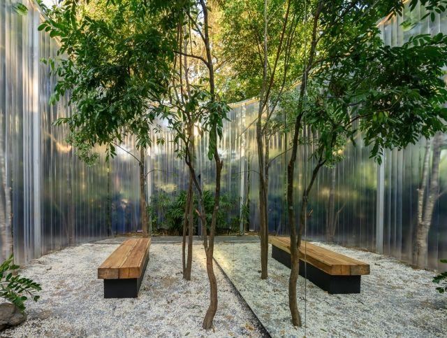 У тайского кафе есть собственный уголок леса