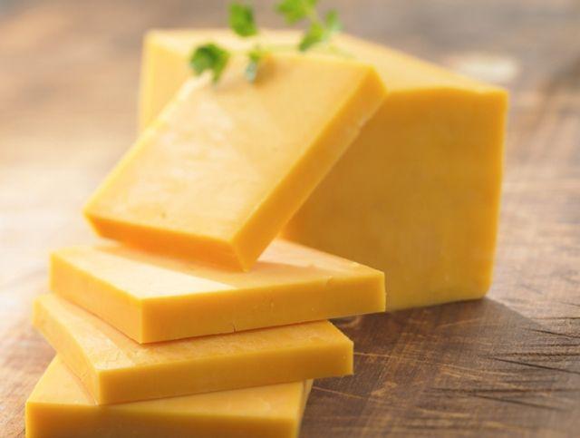 Американская компания выпустила редкий 20-летний сыр Чеддер