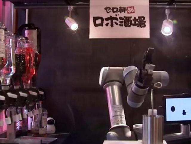 На железнодорожной станции Токио появился робот-бармен