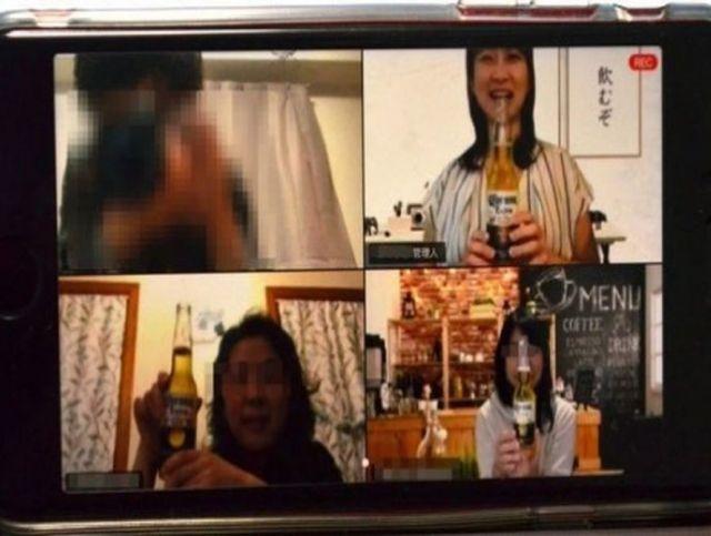 Жители Японии нашли способ развлекаться в самоизоляции, организуя застолья онлайн