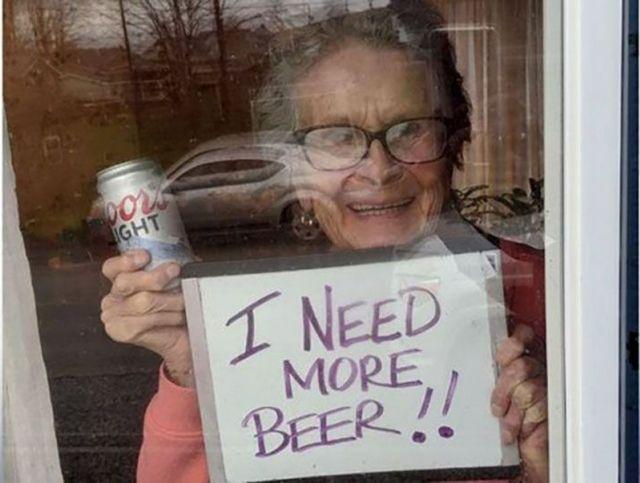 93-летняя старушка из Пенсильвании осталась в карантин без пива и получила его в подарок