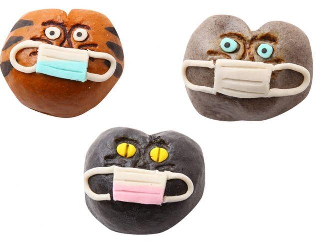 В Японии выпустили традиционные сладости в масках