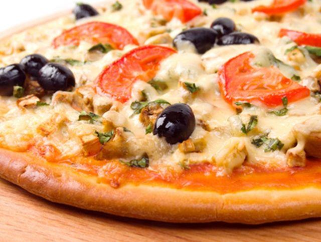 В Неаполе после первого в истории закрытия начали открываться пиццерии