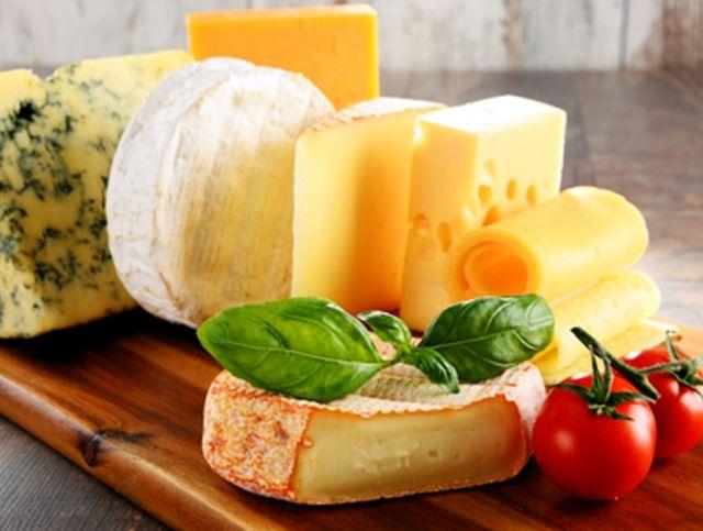 Французов попросили есть больше сыра