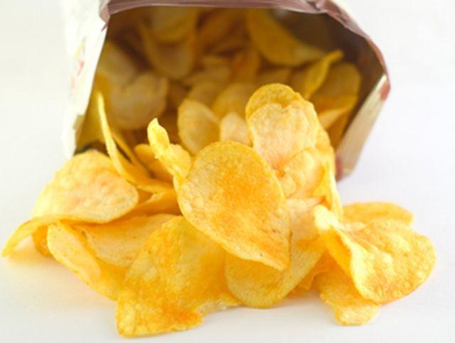 Специалисты нашли в чипсах кадмий и мышьяк