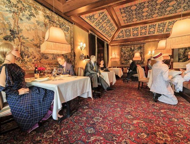 Ресторан в Вашингтоне восполнит отсутствие людей манекенами
