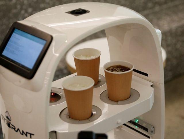 В южнокорейском кафе появился робот-бариста для соблюдения социальной дистанции