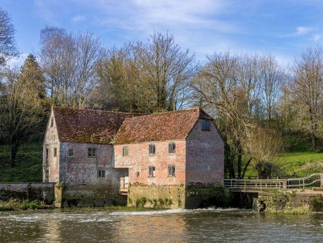 1000-летняя мельница в Англии возобновила свою работу из-за спроса на муку