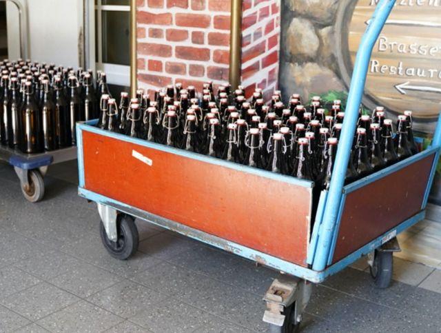 Немецкая пивоварня устроила бесплатную раздачу пива
