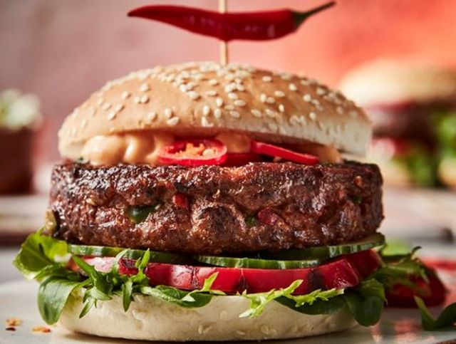 В британских супермаркетах появились гамбургеры с самым острым перцем в мире