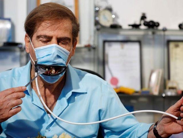 В Израиле создали маску, в которой можно есть