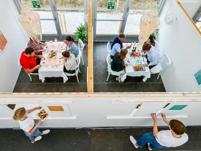 В Великобритании открылся первый социально-дистанцированный ресторан