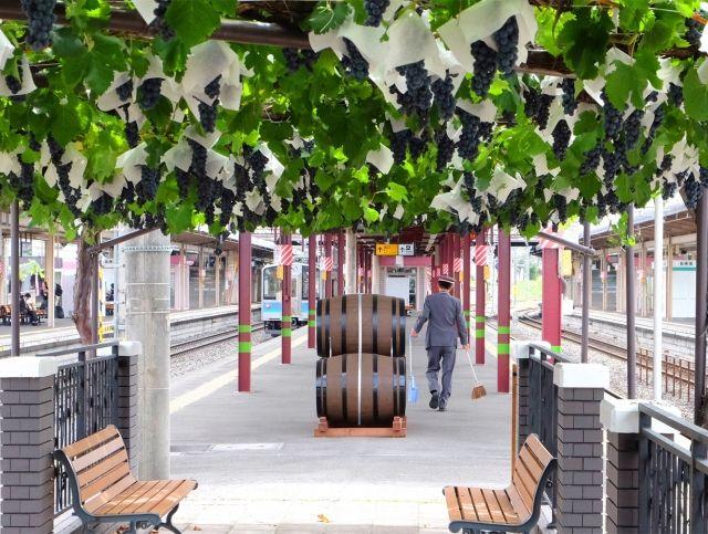 Японский железнодорожный вокзал выпустит свое первое вино