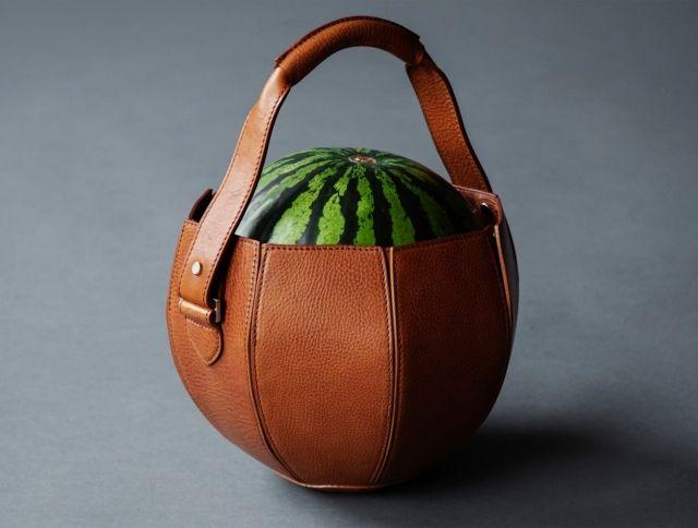 Японская компания представила кожаную сумку для арбуза