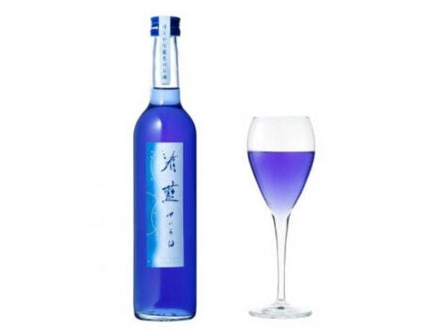 В Японии выпустили синее саке