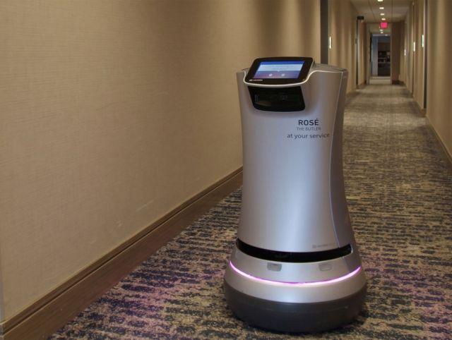 В калифорнийском отеле робот развозит вино по номерам