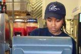 Дочь Обамы работает в рыбном ресторане