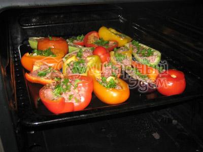 Фаршированные овощи на противне в духовке