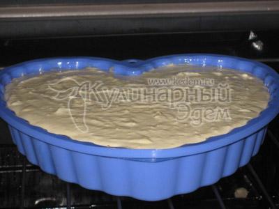 Творожный торт с апельсинами, в форме для запекания, ставим в духовку