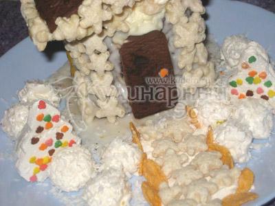 Торт «Сказочный домик» - Дорожку к дому выложить звездочками, бортики проложить кукурузными хлопьями. Двор посыпать кокосовой стружкой.
