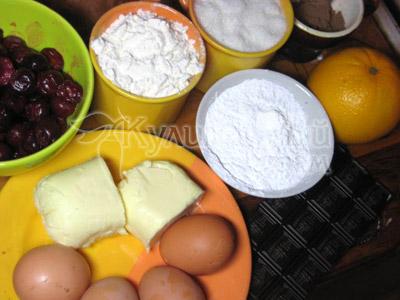 Ингредиенты для приготовления шоколадного торта с фруктами