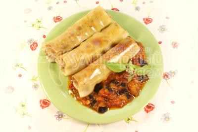 Каннеллони выложить на блюдо и аккуратно полить томатным соусом из баклажан. - Каннеллони с мясной начинкой и томатным соусом из баклажан