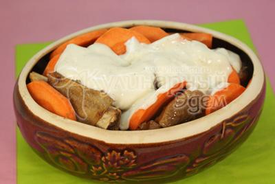Выложить в форму или горшочек, слой картофеля, слой заливки, ребрышки, слой моркови, слой заливки. - Рецепт приготовления ребрышек запеченных в горшочке