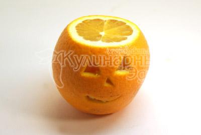 Срезать крышечку и вырезать мордашку. - Апельсин с «мозгами», рецепт на Хэллоуин