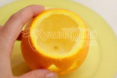 Вынуть середину. - Апельсин с «мозгами», рецепт на Хэллоуин