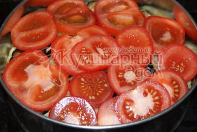 Затем слой помидор нарезанных кружочками