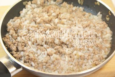 Рис отварить, добавить в фарш